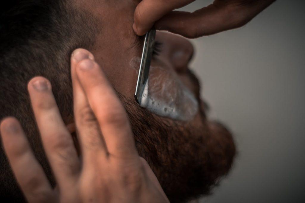 Golenie brody przez barbera